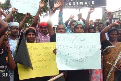 Sri Lanka : Sri Lanka tea estate workers continue strike for the